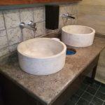 Blat si chiuveta din travertin pentru toaleta restaurant