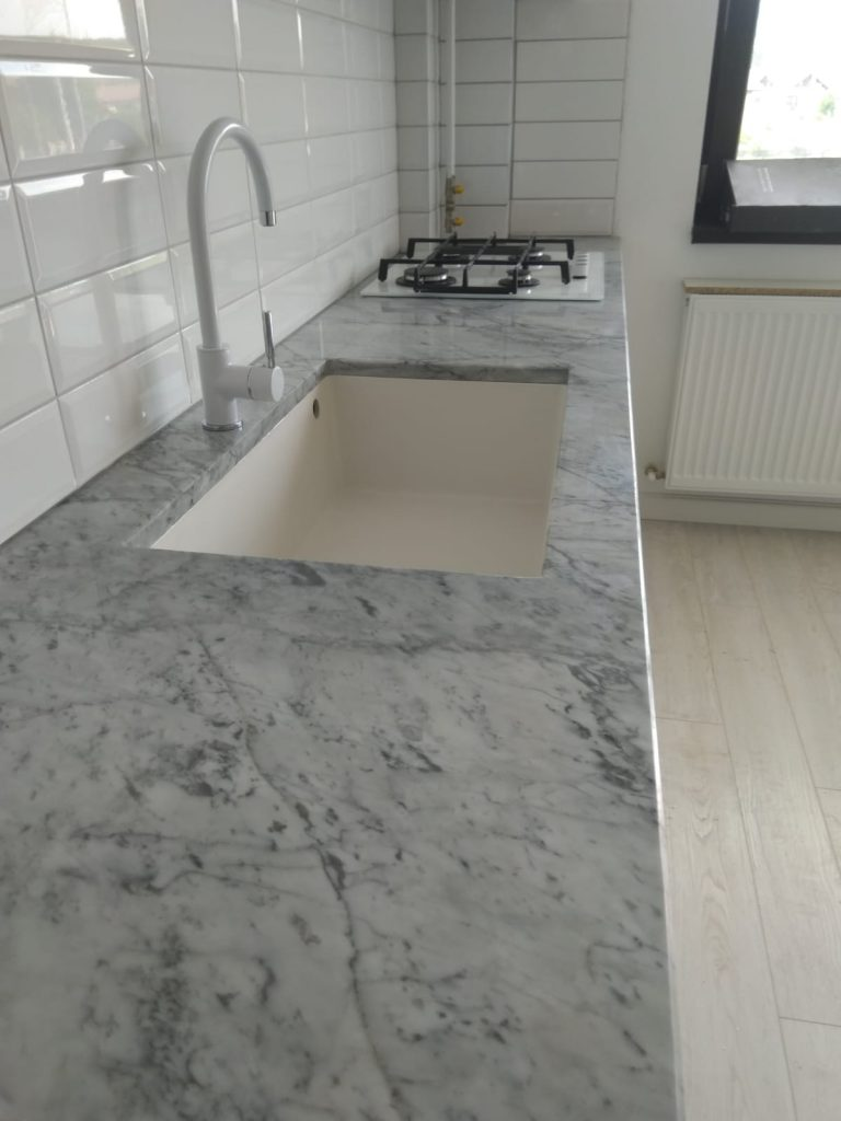 blat bucatarie marmura Carrara
